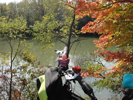 Erie Canal: Bike on the path.