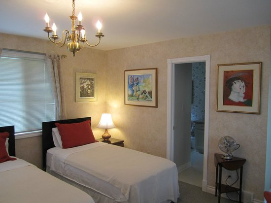Bogarts B&B: Guest room with twin beds