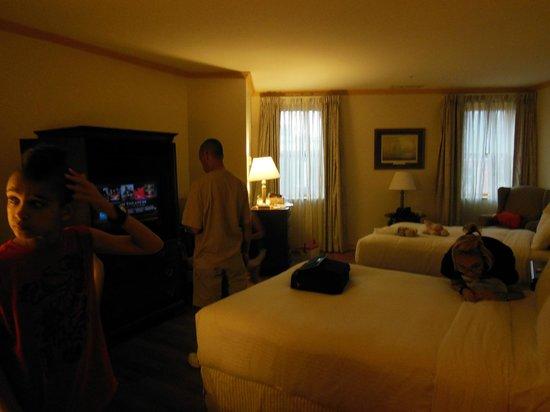 Admiral Fell Inn: McKim Room / Room 311