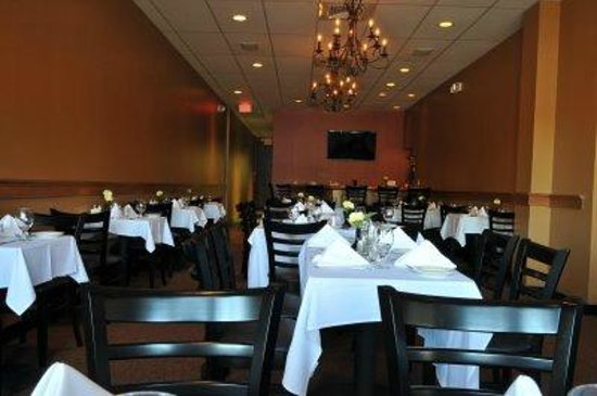 Il Porto: We can accommodate large groups in our separate expanded dining room