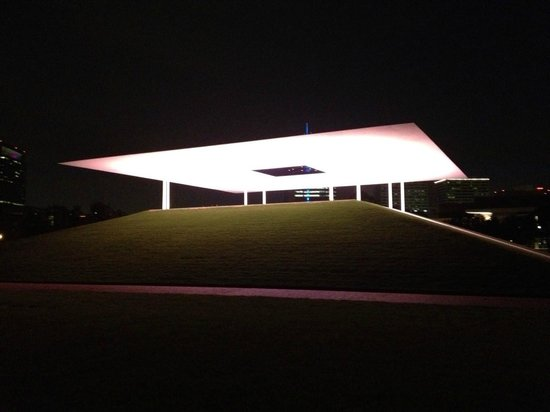 ‪James Turrell's Twilight Epiphany Skyscape‬