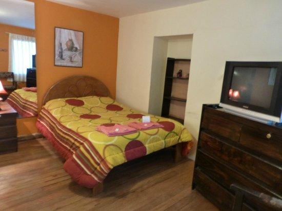 Casa de Mama Cusco 2-The Ecohouse: tv