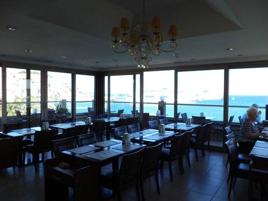 Ilayda Hotel: Para el desayuno frente al mar