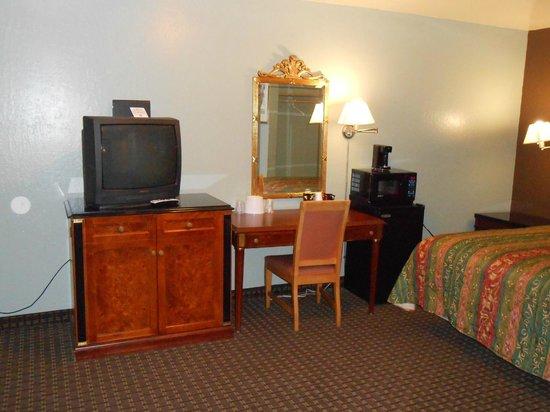 Economy Inn Richmond: 2 Queen room