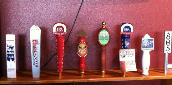 Best Lovin BBQ: 8 Beers on tap come on in!!!