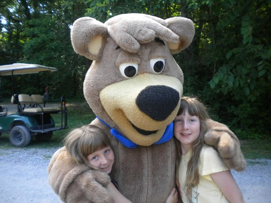 Yogi Bear's Jellystone Park Camp-Resort  Hagerstown: Picture op with Boo Boo after Yogi Hey ride