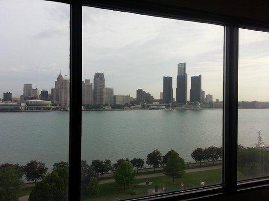 Windsor Riverside Inn: View of Detroit