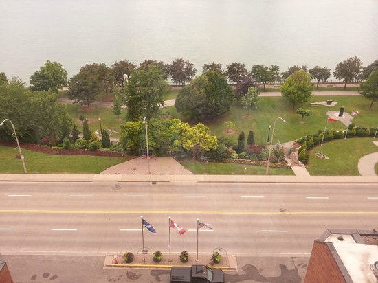 Windsor Riverside Inn: View of Windsor River Front. Very nice and well cared for!