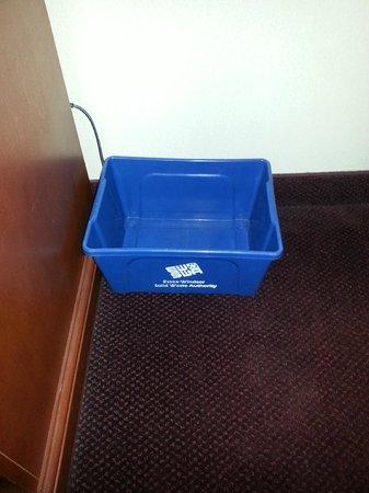 Windsor Riverside Inn: Recycle Bin In Room. What a Great Idea!