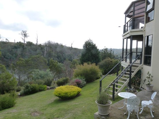 Launceston Bed and Breakfast Retreat: Views to the river from the backyard