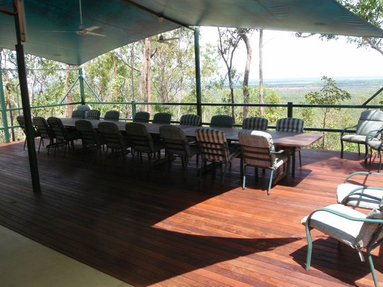 Arnhemland Barramundi Nature Lodge: Outside dining and verandah area.