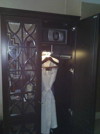 Walker Hotel Greenwich Village: closet