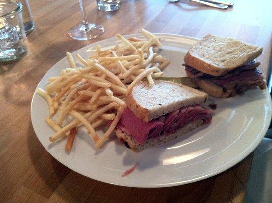 Stopsky's Delicatessen: Corned Beef