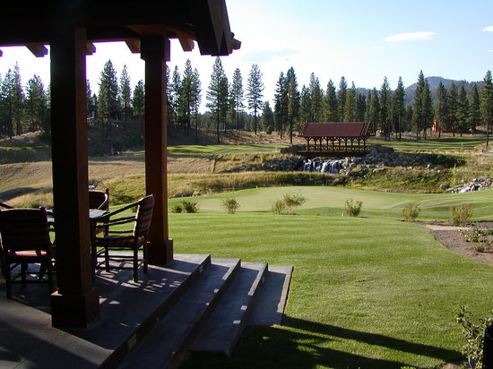 Grizzly Ranch Golf Club: The 18th Green from the Lakehouse