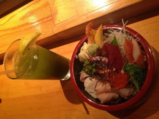 Woojung Byob Restaurant & Sushi Bar: Chirachi and iced green tea