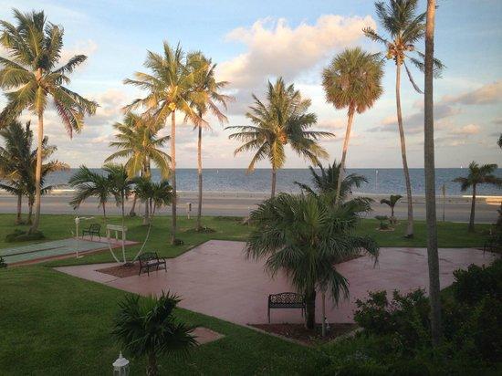 Best Western Key Ambassador Resort Inn: Atlantic Boulevard View