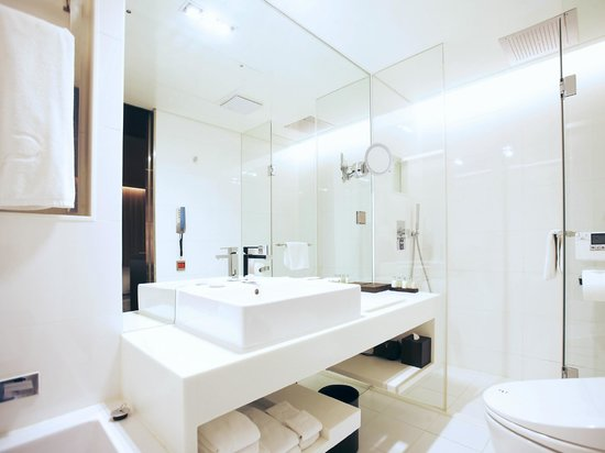 THE PLAZA: Plaza Suite Bathroom