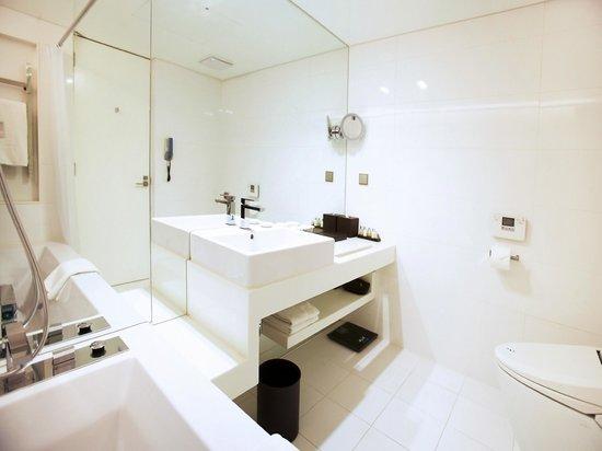 THE PLAZA : Premier Suite_Bathroom