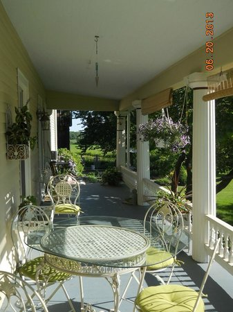 A Stone's Throw Bed and Breakfast: Side porch where breakfast was enjoyed.