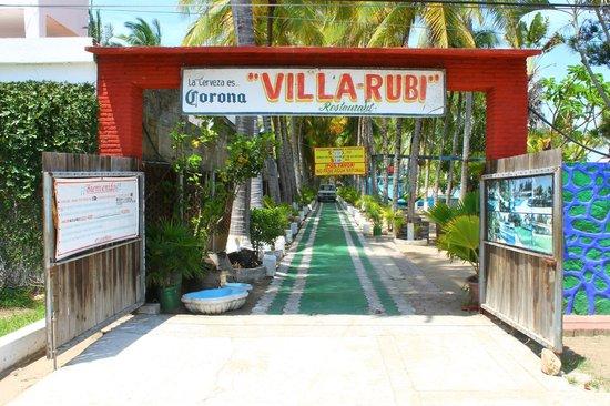 Villa Rubi : La entrada