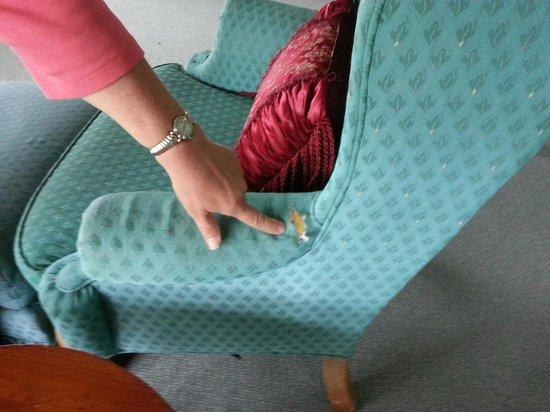 Ocean View Inn: worn furnishings