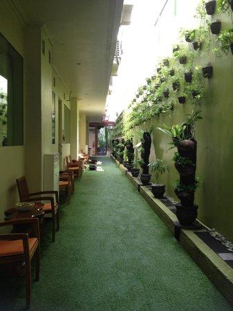 Febri's Spa: Corridor outside treatment rooms