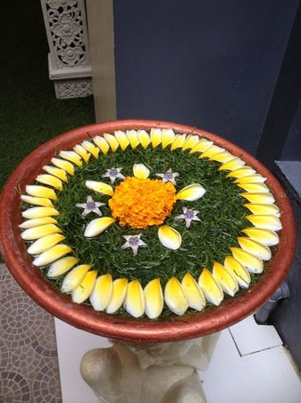 Febri's Spa : Floral display at Febri's