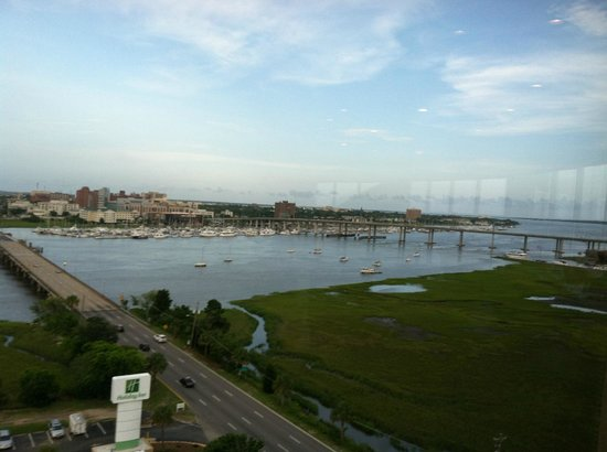 Holiday Inn Charleston Riverview: View from restaurant!