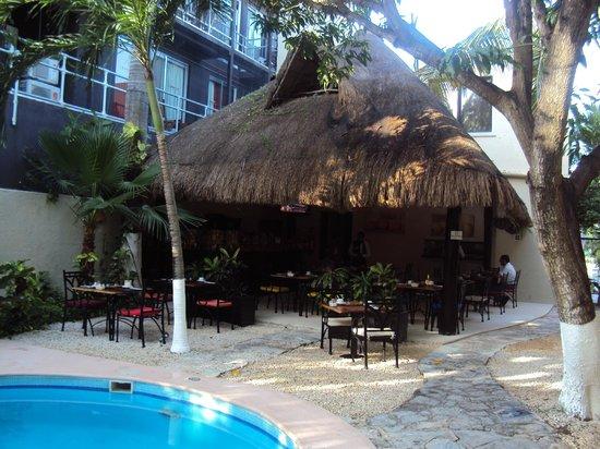 Hacienda Paradise Boutique Hotel by Xperience Hotels: Comedor al lado de la piscina y al aire libre