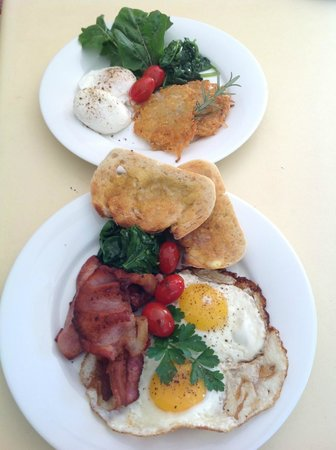 Noosa Valley Manor B&B Retreat: Organic & local produce for a sumptuous breakfast