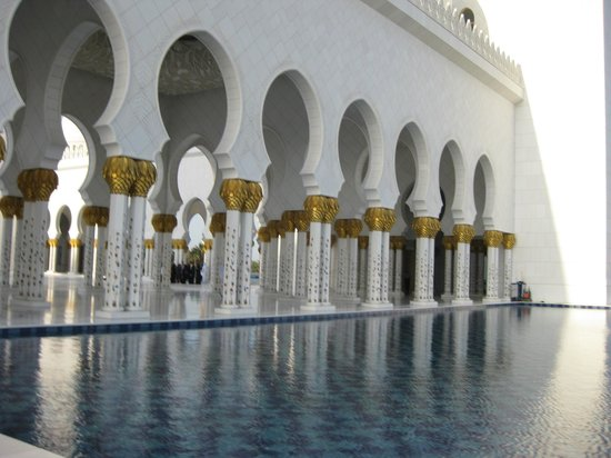 Sheikh  Zayed Mosque: one of the reflecting pools