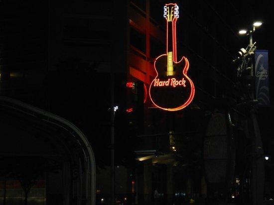 Hard Rock Cafe Detroit Reviews