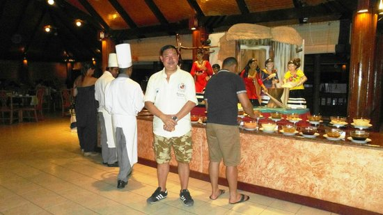 Paradise Island Resort & Spa: buffet counter