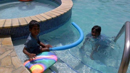 VIP Holiday Resort: Pool