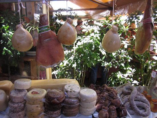 Caseificio Borderi : Cheese & meats display