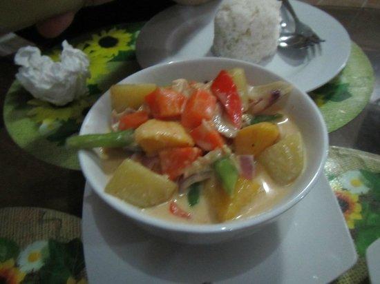 Kesa Cloud 9 Resort: Chicken Mango Curry