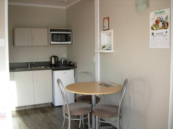 Comfort Inn Tayesta : Superior Queen kitchen