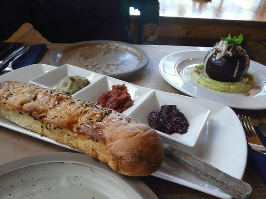 Gilboa Herb Farm: Foccasia and dips