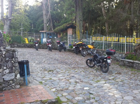 Posada Parador de Los Pinos : Estacionamiento