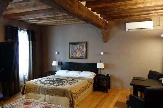 Фотография L'Absinthe Hotel