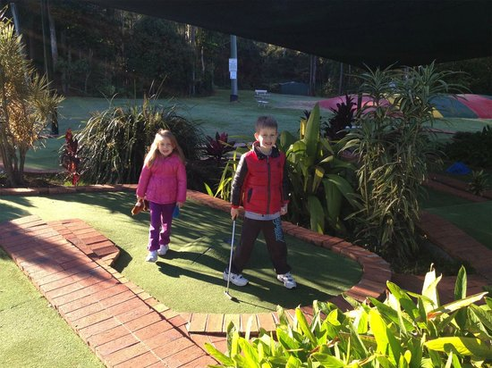 BIG4 Forest Glen Holiday Resort: Mini-Golf and Jumping Pillow were great