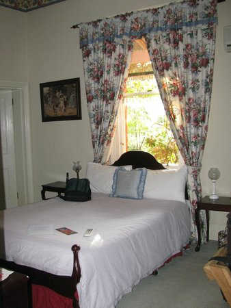 Ormiston House: Our cozy room.