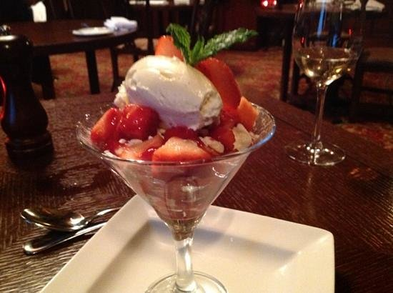Norwood Hall Hotel: simple cruhed homemade meringues,east coast strawberries