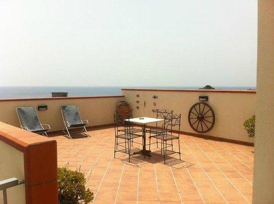 TERRAZZA SUL MARE - Foto di B&B Le Terrazze Sul Mare, Melito di ...
