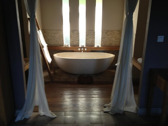 Mathis Retreat: Bungalow bath