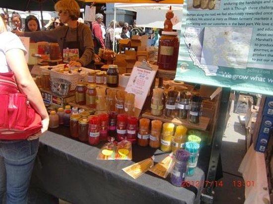 Embarcadero Farmer's Market : はちみつ店