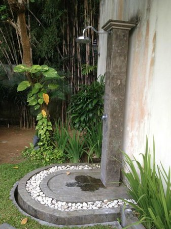 Dura Villas Bali: Outdoor shower