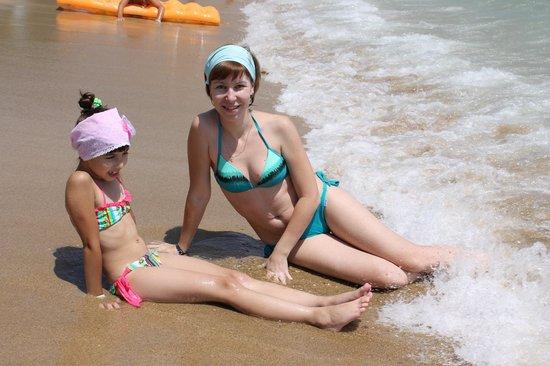 Hotel Ozkaymak Incekum: На пляже: пляж смешанный песочек плюс галька
