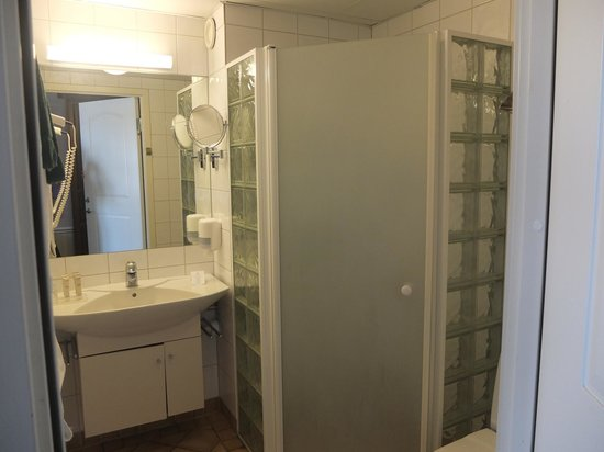 The Sandhamn Yacht Hotel: Bathroom