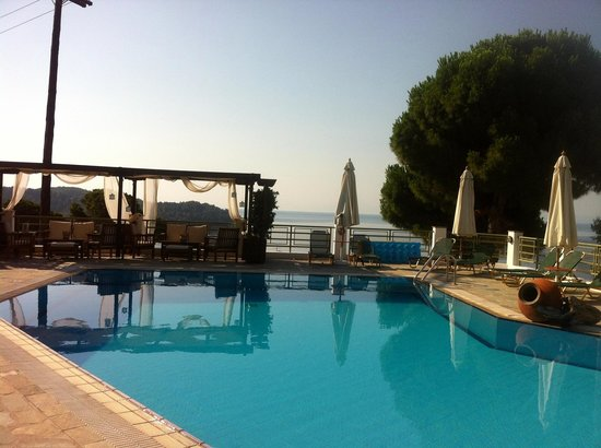 Areti Studios and Appartments : Pool Area